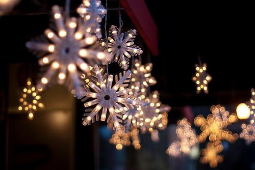 christmas-decorations-lights-snowflakes-winter-Favimcom-183161_large_zps084734b4