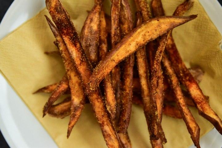 Krokante zoete aardappelfrietjes