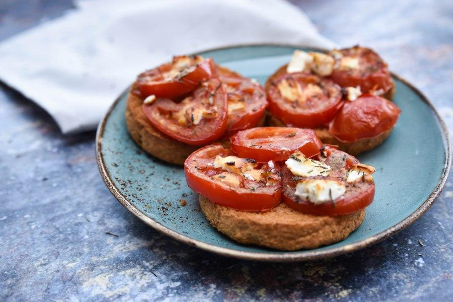 Gegrilde tomaat met feta, honing enthijm